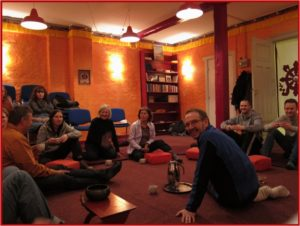 Dharma-dialog gruppen, som er åben for alle