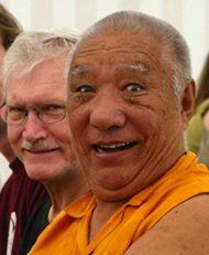 Filmklip med Khenpo Rinpoche - forklaringer, dialog og tibetansk yoga m. Dharmalærer Jim Scott